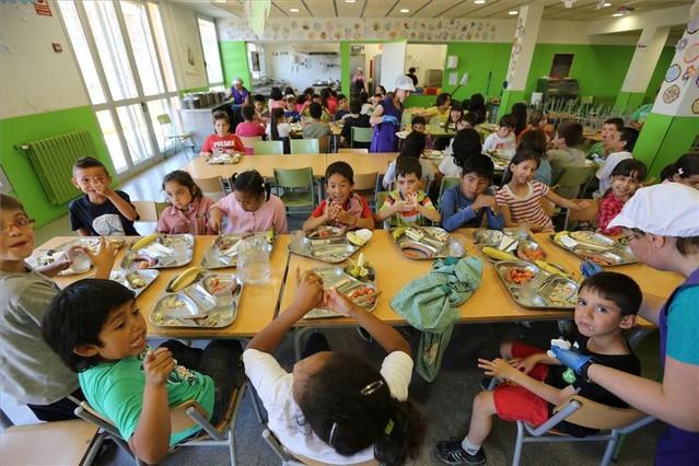 la escuela se erige en el primer dique para evitar el hambre