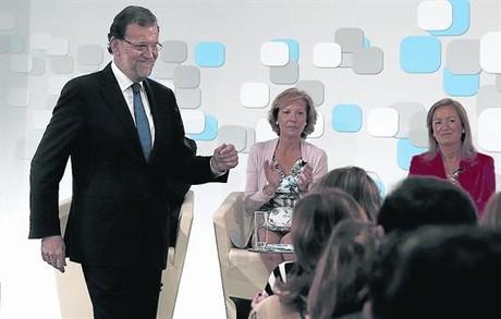 Preparado para la respuesta 8Mariano Rajoy, ayer, en la presentaci�n de un informe del Gobierno.