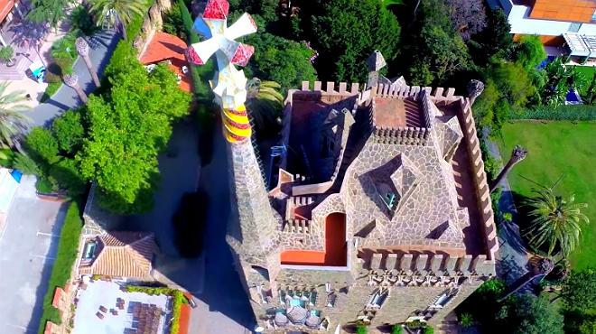 El vuelo de gaud en un drone for Barcelona jardin gaudi