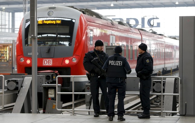La policía alemana vigila la principal estación de Múnich.