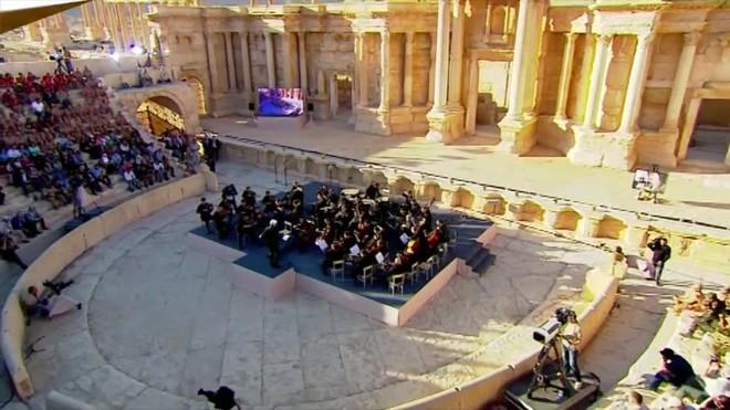 R�ssia celebra un concert entre les ru�nes de Palmira.
