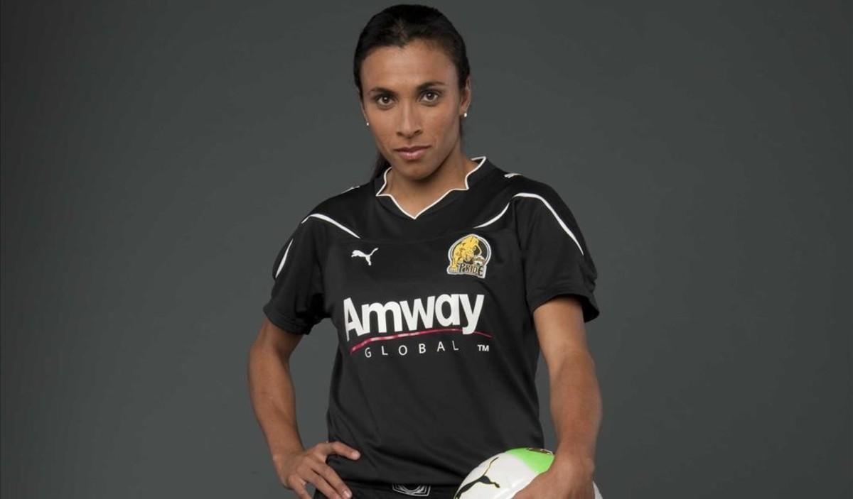 Marta, la cinc vegades millor futbolista del món, es fa sueca