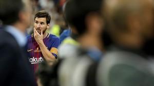 Messi, pensativo tras perder la final de la Supercopa.