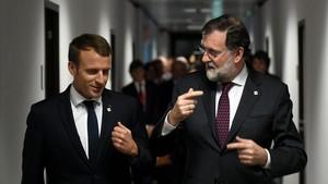 zentauroepp40604929 french president emmanuel macron l speaks with spanish pri171020004519
