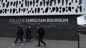 zentauroepp41321717 pupils arrive at the college christian bourquin in millas n171215161421