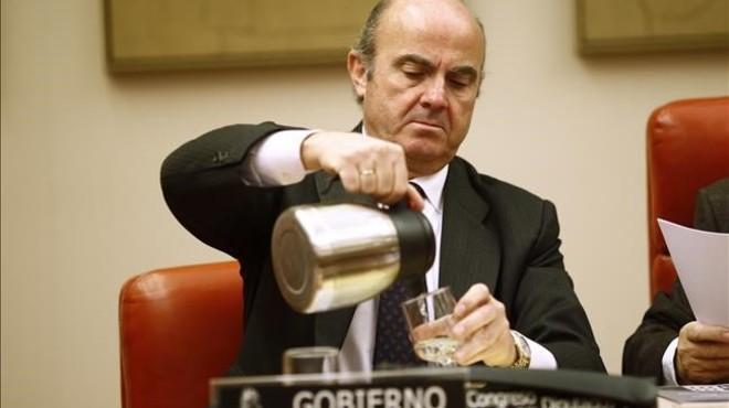 """Guindos qualifica de """"molt greu"""" la filtració de la multa d'Hisenda a Aznar"""