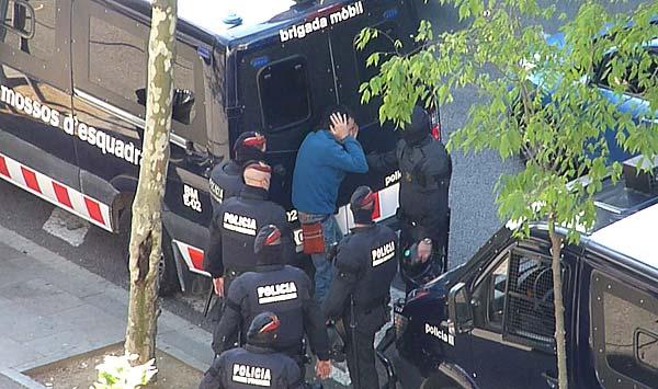 Sis mesos de presó per a un mosso per bufetejar i humiliar un manifestant