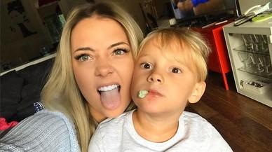Carolina Dantas y su hijo David Lucca posan divertidos para la cuenta de Instagram de la modelo brasileña.