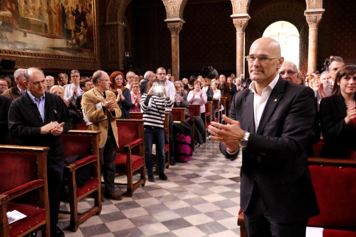 El Govern trata de seducir a los catalanes en el exterior para que se registren
