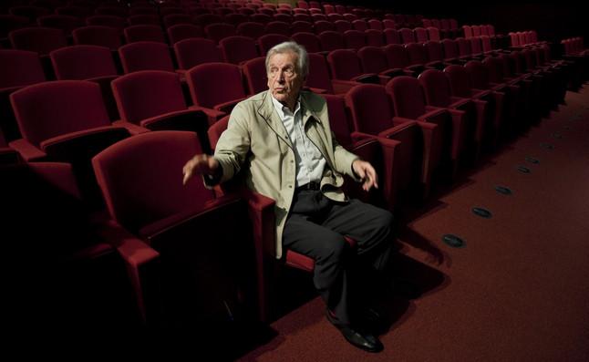 Entrevista al director de cine Costas-Gavras, que presenta su película 'El capital'