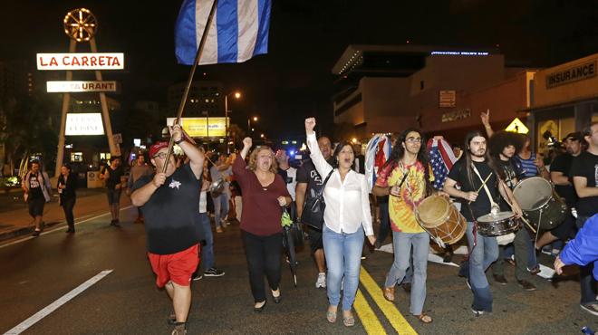 L'exili cubà a Miami celebra al carrer la mort de Fidel Castro