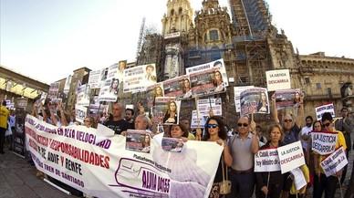 Familiares y v�ctimas del accidente del Alvia reclaman justicia, este domingo, tercer aniversario del siniestro,en la Plaza del Obradoiro, en Santiago.