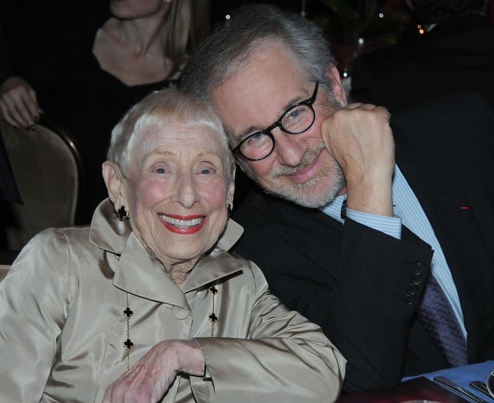 Leah Adler y Steven Spielberg, el 9 de diciembre del 2009, en Beverly Hills.
