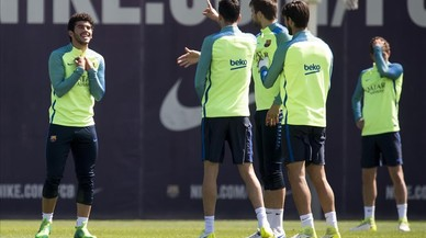 Los jugadores del Barça, durante el entrenamiento en Sant Joan Despí.