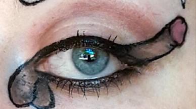 La moda de delinear el ojo en forma de pene.