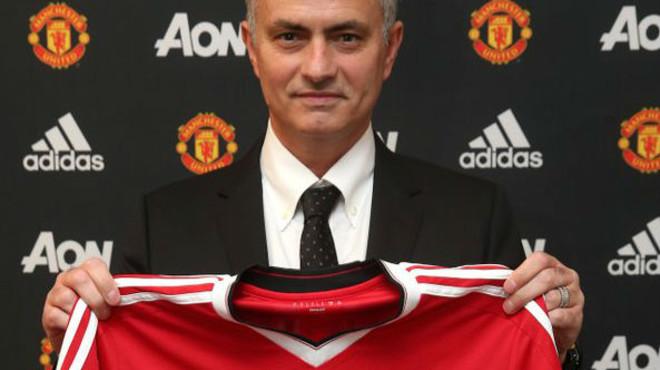 Mourinho, presentado con el Manchester United