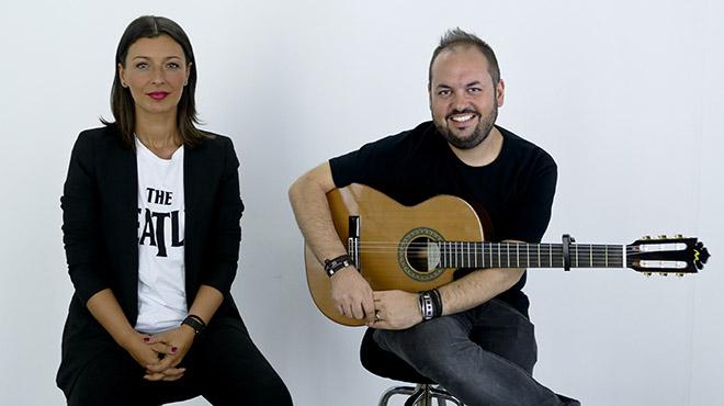 Mara Barros interpreta 'Inocentes' con el guitarrista y productor Borja Montenegro.
