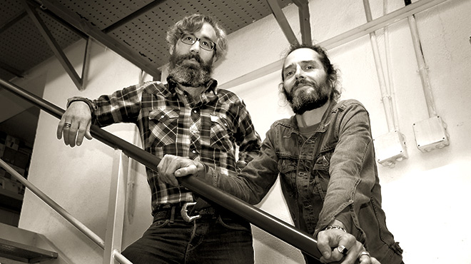 Álex Vivero (izquierda)y Jordi Calatayud interpretan 'El Impulso', en acústico directo