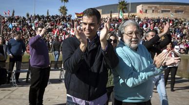 Pedro Sánchez anuncia a Sevilla que es presenta a les primàries del PSOE