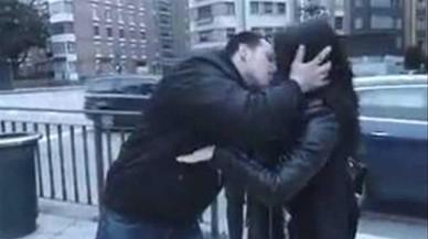 El 'youtuber' que besaba a chicas sin su consentimiento deberá pagar 500 euros a dos de ellas