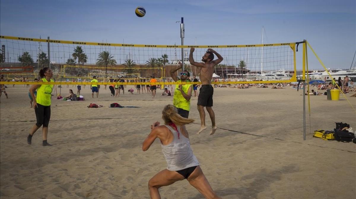 La pràctica d'esports a les platges de Barcelona es dispara