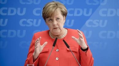 Merkel promet en el seu programa que no tolerarà una nova entrada massiva de refugiats