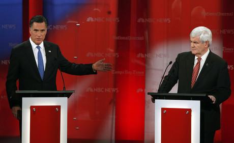 Mitt Romney (izquierda) y Newt Gingrich, durante el debate de aspirantes republicanes, el lunes, en Tampa (Florida).
