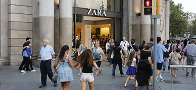 Entrada de la tienda de Zara del paseo de Gr�cia de Barcelona.
