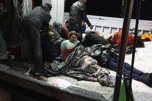 Llegada de un grupo de inmigrantes a Lesbos tras un naufragio, en octubre.