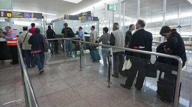Un professor de la UPC, multat per parlar en català a un policia al Prat