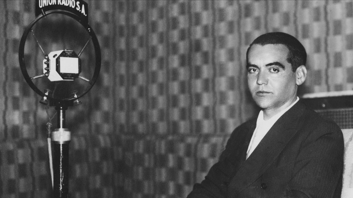 Una imagen de Federico García Lorca en la emisora Radio Unión en 1929.