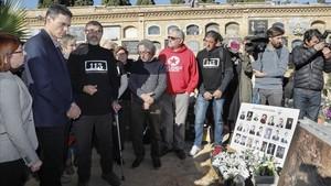 Pedro Sánchez durante su visita a las fosas comunas del cementerio de Paterna, este lunes.
