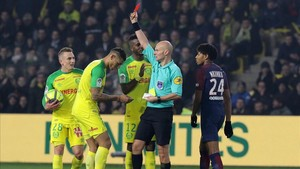 marcosl41603104 elnpsg nantes france 14 01 2018 red card for diego car180115081452