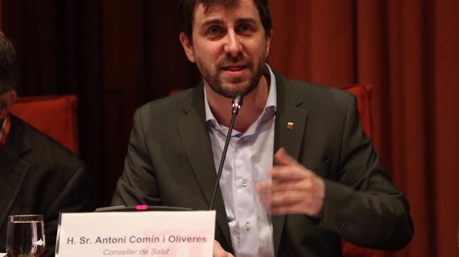 El titular de Salut, Antoni Comin, en el Parlament, el jueves.