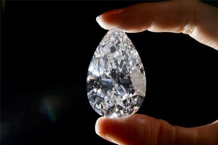 Subastado un diamante incoloro perfecto por 20,7 millones de euros