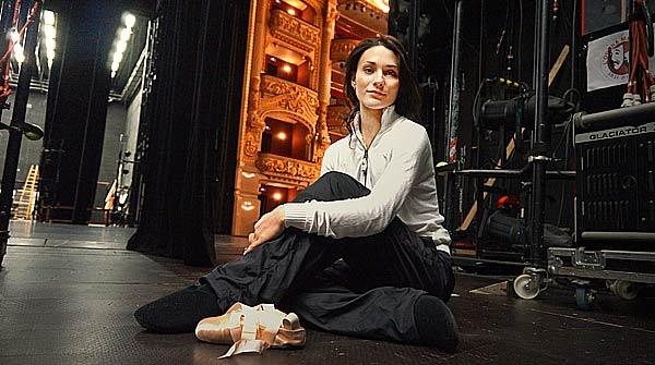 La bailarina Sarah Lane representa, junto a �ngel Corella, 'El lago de los cisnes' en el Teatre del Liceu.
