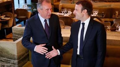 El ministro centrista Bayrou, una piedra en el zapato para Macron