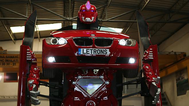 De BMW Serie 3 rojo a Transformer en pocos segundos: el sue�o hecho realidad para muchos fans de la saga de ciencia ficci�n.