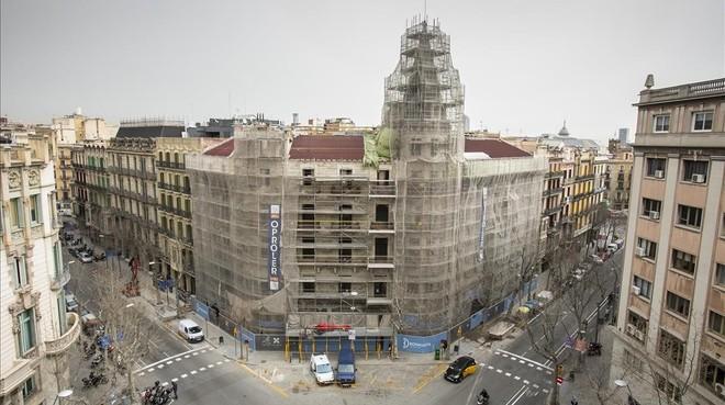 La Casa Burés, en plena reforma de instalar apartamentos de lujo para extranjeros.