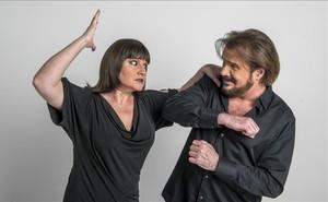 Lucía y Joaquín Galán teatralizan aún más sus personajes en una divertida sesión de fotos.