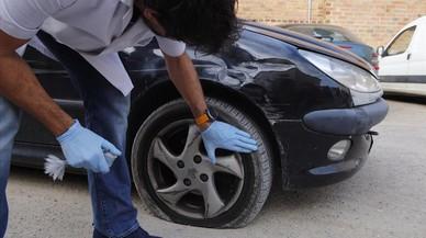 Verges, el pueblo de Lluís Llach, se despierta con las ruedas de los coches pinchadas
