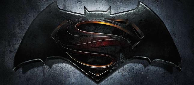 El conflicto del logo del Valencia versus Batman podr�a tener otro cap�tulo con Superm�n de testigo