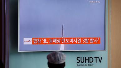 Corea del Nord dispara tres míssils balístics de mitjà abast