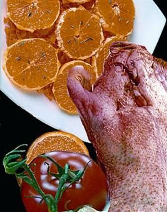 Pato adobado y cocido a la naranja
