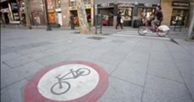 El Ayuntamiento de BCN reitera que sacar� las bicis de las aceras