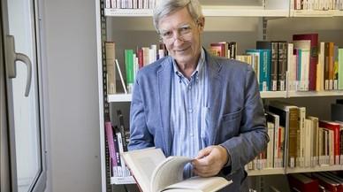 Richard Wilkinson en la biblioteca de la Fundaci� Josep Irla.