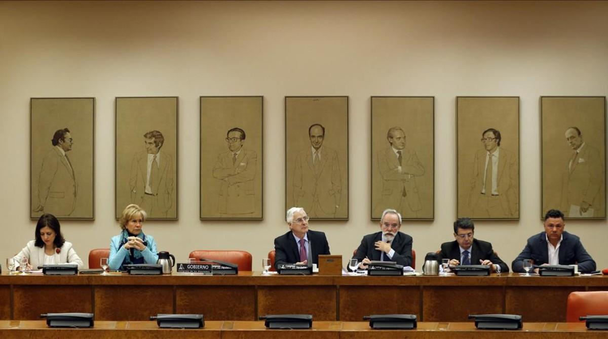 Morenés planta al Congreso y la oposición estudia denunciarle