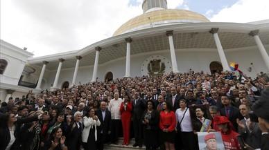Maduro instal·la la Constituent amb el rebuig opositor i internacional
