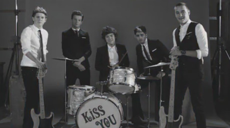 One Direction posan como las bandas de los sesenta en su ltimo videoclip.