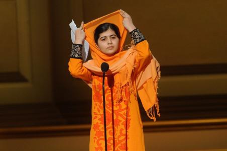 Malala Yousafzai recoge un galardón por su labor, el pasado 11 de noviembre en Nueva York.